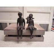 Barbara Pige og Dreng siddende